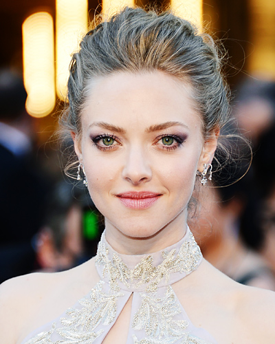 022413-hair-makeup-amanda-seyfried-400