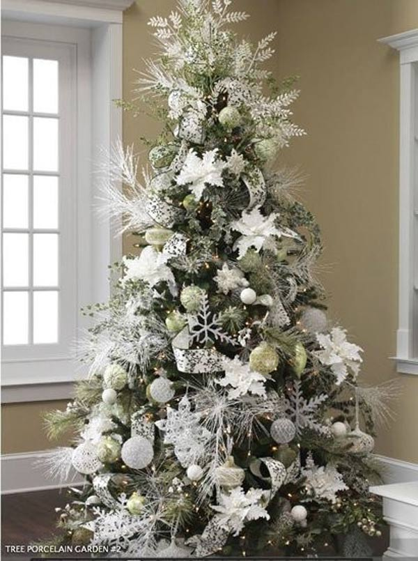 exciting-silver-and-white-christmas-tree-decorations-1