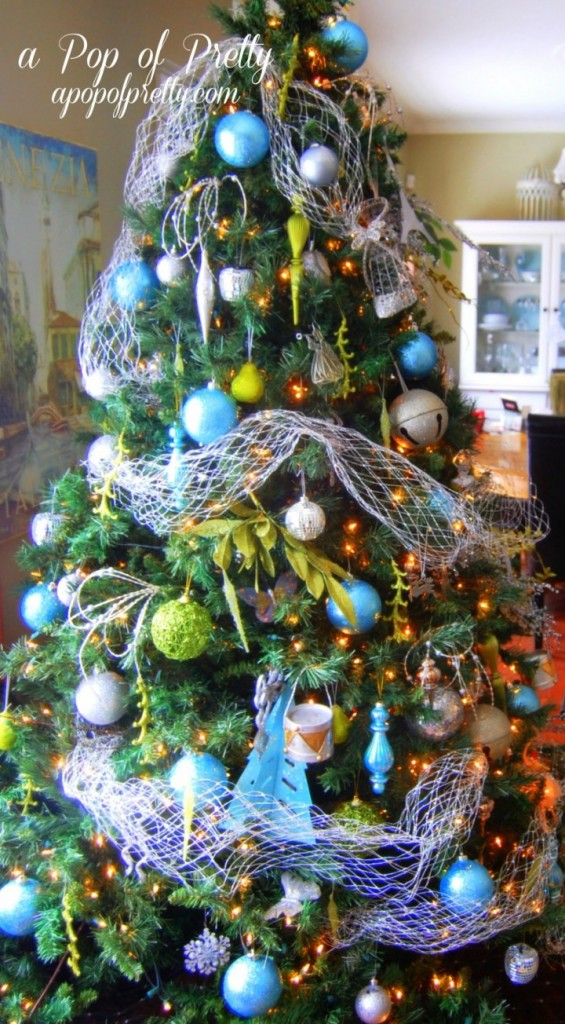 pop-of-pretty-christmas-tree-decorating-ideas-with-ball-ornament-720x1304-565x1024