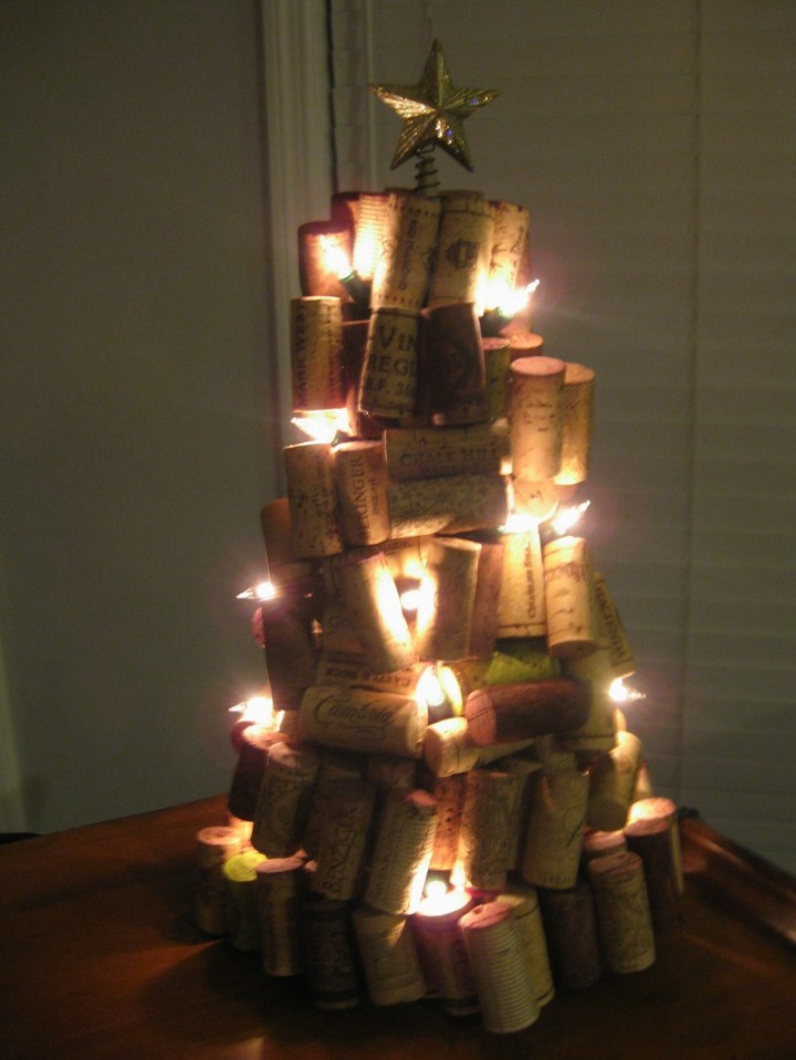 unusual-diy-homemade-wine-cork-pile-christmas-tree-ideas-with-glowing-lights-gilded-star-topper-720x959