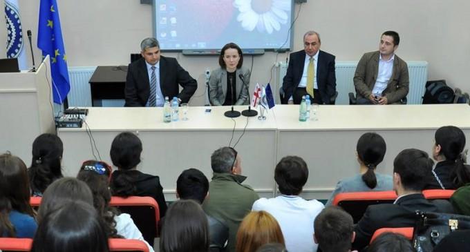 განათლების მინისტრი გორელ სტუდენტებსა და პროფესორებს შეხვდა