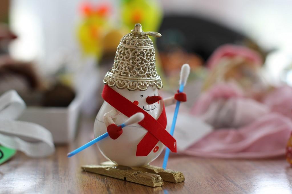Как сделать из лампочек новогодние игрушки