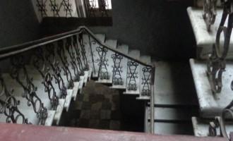 ფოტოპროექტი: მივიწყებული სადარბაზოების მომაკვდავი ხელოვნება