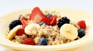 l_1580_oatmeal-fresh-berries-banana-CUT1