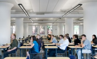 სტუდენტებმა გამოცდაზე მოულოდნელი ფლეშმობი მოაწყვეს (ვიდეო)
