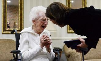 97 წლის კურსდამთავრებულს დიპლომი აღირსეს
