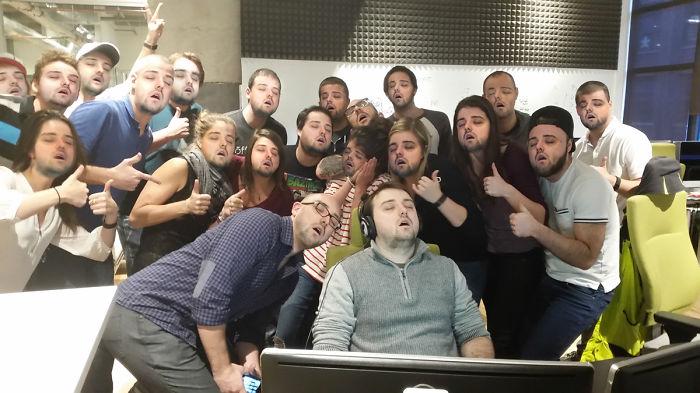 guy-falls-asleep-at-work-sleeping-office-prank-photoshop-30__700
