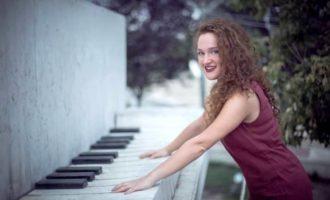 """,,სწავლის გარდა ვმღერი, უფრო სწორად, სიმღერის გარდა ვსწავლობ"""",- გვანცა გეგეჭკორი"""