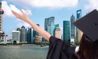 რომელი უმაღლესი სასწავლებელი აგზავნის უფრო მეტ სტუდენტს საზღვარგარეთ – კერძო თუ სახელმწიფო?