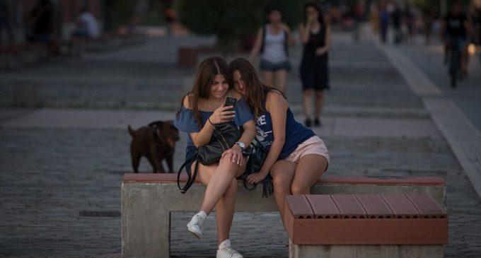ახალგაზრდების 20% დღეში 7 საათზე მეტ დროს ინტერნეტში ატარებს – კვლევა